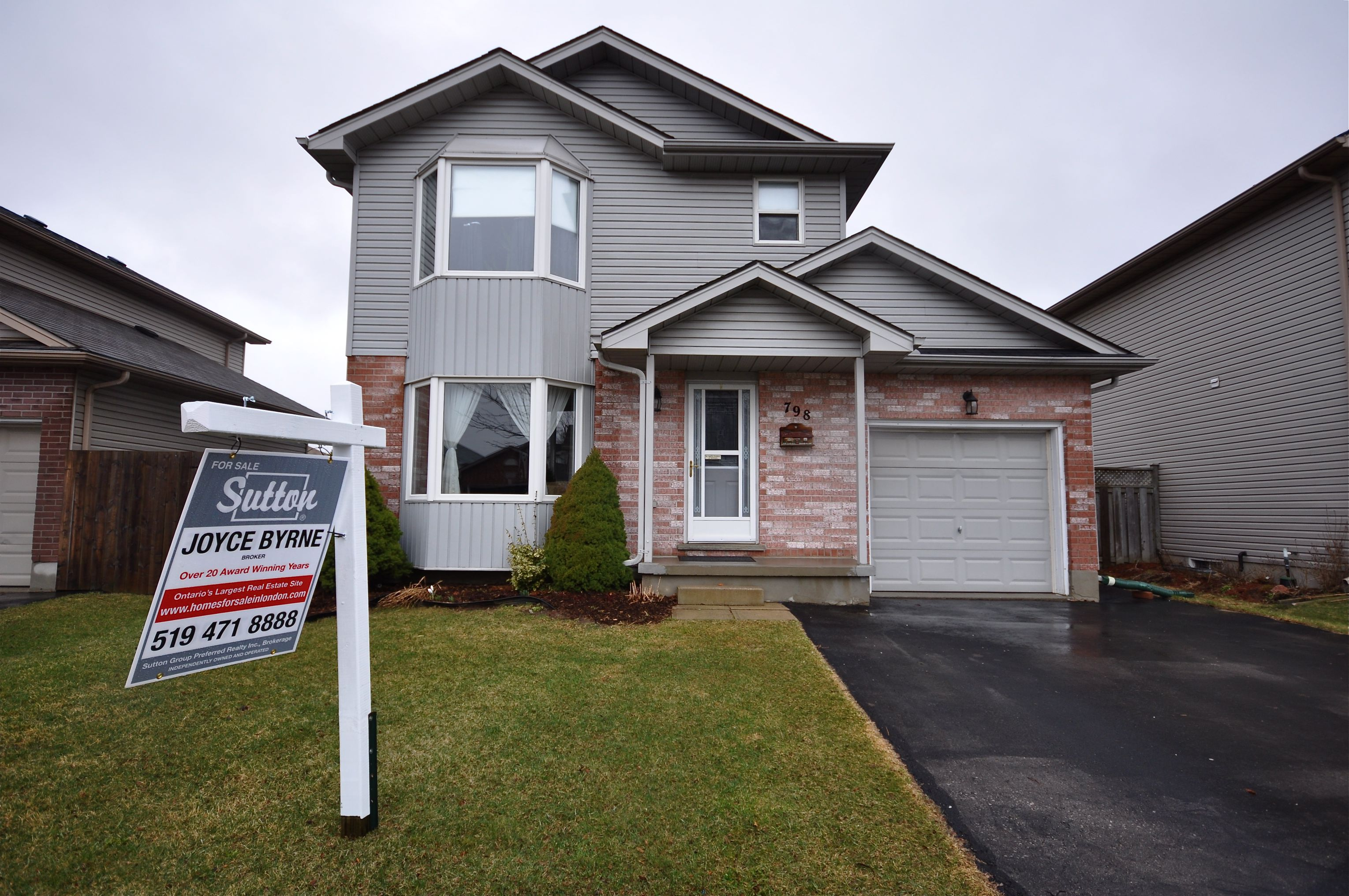 Lovely 2 storey located on large privacy fenced lot