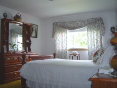 4 nice sized bedrooms with plenty of closet space & hardwood floors