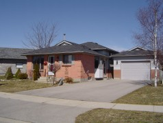 3 bedroom backsplit located on a very private lot.