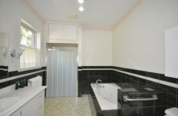 Newer Ensuite with Whirlpool on Main
